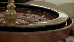 Roulettdobbleritabell i kasino lager videofilmer