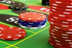 Roulette-Chips sind unten Lizenzfreie Stockfotografie