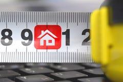 Roulette en el teclado con símbolo de una casa imágenes de archivo libres de regalías