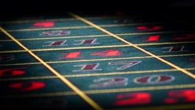 Roulette la tabla verde y estándar del juego de juego con la sombra, casino metrajes