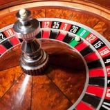 Roulette mit Kugel auf null Stockbilder