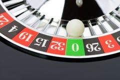 Rouletten wheel in kasinocloseupen royaltyfria foton