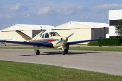 Roulez au sol l'avion photographie stock libre de droits