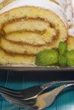 Petit pain avec le remplissage de citron, plan rapproché Photo libre de droits