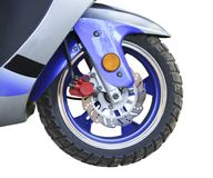 roulez et les freins d'un plan rapproché de moto Photos libres de droits