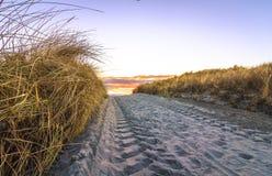 Roulez les voies sur la route de sable, Lista Norvège Image libre de droits