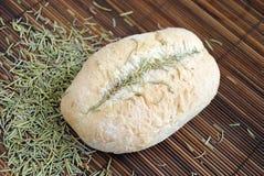 Roulis de pain avec le romarin Photographie stock