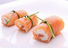 Roulis de saumons avec du fromage image stock