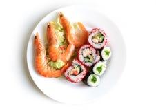 Roulis de sushi avec des crevettes Photos libres de droits