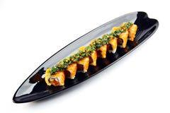 Roulis de sushi avec des saumons Image stock