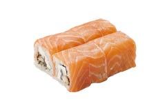 Roulis de sushi dans les saumons Photos stock