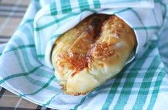Roulis en croissant avec du fromage Photographie stock libre de droits