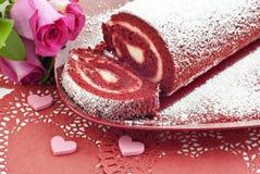 Roulis rouge de gâteau de velours avec des coeurs Images libres de droits