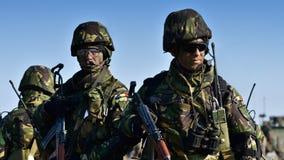 Roumains militaires avec le semiautomaticrifle Image stock