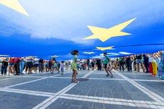 Â Roumanie de centre de la ville d'â de Brasov vieil Protestation de Roumains de l'étranger contre le gover images stock