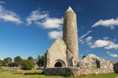 Round świątynia i wierza. Clonmacnoise. Irlandia fotografia royalty free