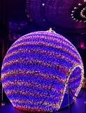 Round boże narodzenie ornament zaświeca up w Macao obraz stock
