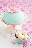 Round cake decorated with fondant and gum paste flowers Stock Photos