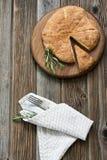Round chleb z rozmarynami i cutlery Obrazy Royalty Free