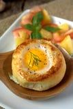 Round chlebowa babeczka z jajkiem wśrodku babeczki zdjęcie stock