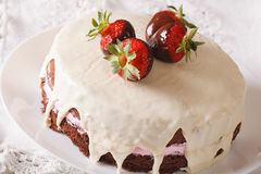 Round chocolate cake with strawberries close-up on a dish. horiz Stock Photos