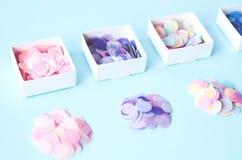Round confetti w cztery kwadratowych pudełkach obrazy royalty free