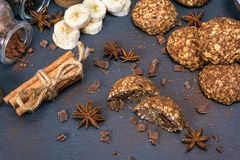Round cookies from oat flakes, chocolate and banana Stock Photography