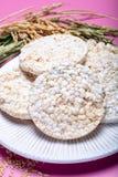 Round crispy ryżowi krakers, żywienioniowy pojęcie i zdrowy vegetari, zdjęcie royalty free