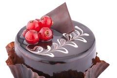 Round czekoladowy souffle tort z czerwonym rodzynkiem Zdjęcia Stock