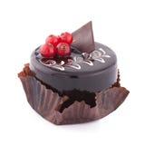 Round czekoladowy souffle tort z czerwonym rodzynkiem Fotografia Royalty Free
