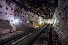Round kafelkowy tunel w zaniechanym podziemnym jądrowego physics laboratorium Fotografia Royalty Free