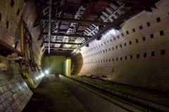 Round kafelkowy tunel w zaniechanym podziemnym jądrowego physics laboratorium Zdjęcia Royalty Free