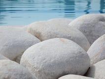 Round kamienie przy basenem Obrazy Royalty Free