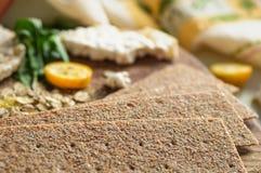 Round krakersów i żyto krakersów whith crispy ryżowy kumquat Żywienioniowy pojęcie i zdrowy jarski jedzenie obraz stock