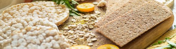Round krakersów i żyto krakersów whith crispy ryżowy kumquat Żywienioniowy pojęcie i zdrowy jarski jedzenie fotografia royalty free