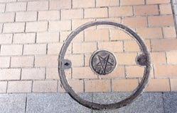 Round manhole pokrywa w Japonia Zdjęcie Stock