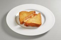 Round naczynie z smażącą mozzarelli kanapką Obraz Royalty Free