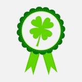 Round nagroda z koniczynowym liściem i faborkami. Szczęśliwy Patricks dzień. ilustracji