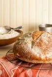 Round Nieociosany rzemieślnika chleb zdjęcie stock