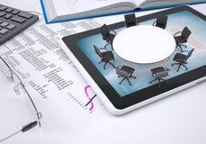 Round stół, pastylka komputer osobisty, książka, kalkulator, szkła Fotografia Royalty Free