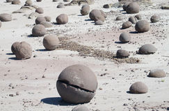 Free Round Stone With A Crack Stock Images - 63638124