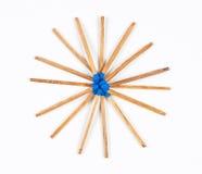 Round stos zmrok - błękitni Matchsticks obrazy royalty free