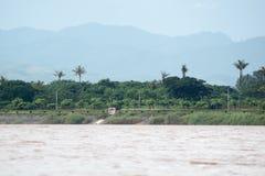 Round wycieczka Thailand Lipiec 2017 - Złoty trójbok, Łódkowata wycieczka L Zdjęcia Stock
