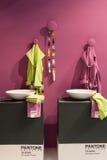 Roupão de Pantone na exposição em HOMI, mostra internacional da casa em Milão, Itália foto de stock royalty free