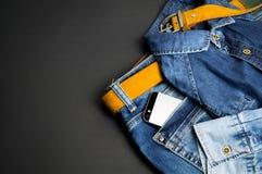 Roupa à moda em um fundo preto Imagens de Stock