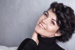 Roupa bonita 'sexy' da composição do sorriso da senhora da mulher Fotografia de Stock
