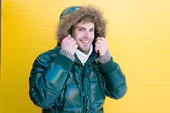 Roupa confortável do inverno Sustento morno Menswear à moda do inverno Moderno farpado do homem para vestir o revestimento morno  fotografia de stock royalty free