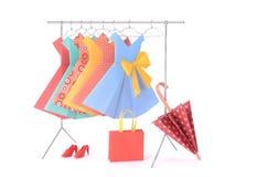 Roupa da forma: cremalheira e ganchos da boneca feitos do fio com os vestidos, o guarda-chuva, a bolsa, a bolsa e as sapatas do p Fotografia de Stock Royalty Free