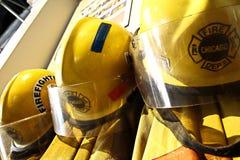 A roupa do bombeiro pelo motor 17 do departamento dos bombeiros de Chicago imagens de stock royalty free