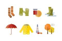 A roupa do outono ajusta artigos o tempo que frio de nuvens de chuva da árvore da queda o amarelo vermelho colore peúgas do chá d Foto de Stock